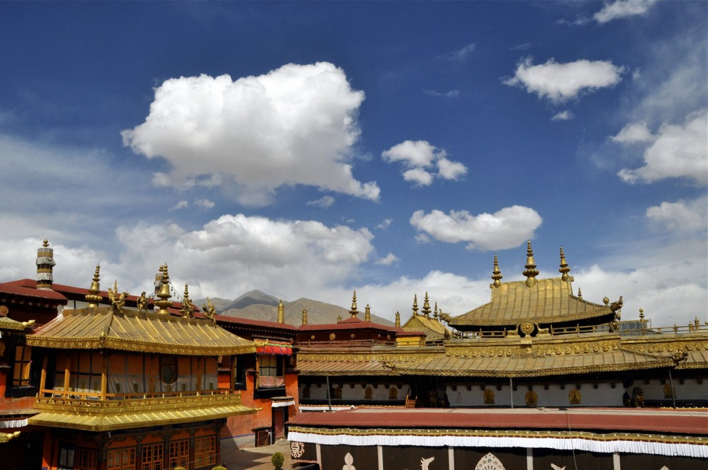༌View from the roof of Lhasa's Jokhang Temple ཇོ་ཁང་གཙུག་ལག་ཁང༌, travel in Tibet